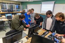 Students working in the IT lab
